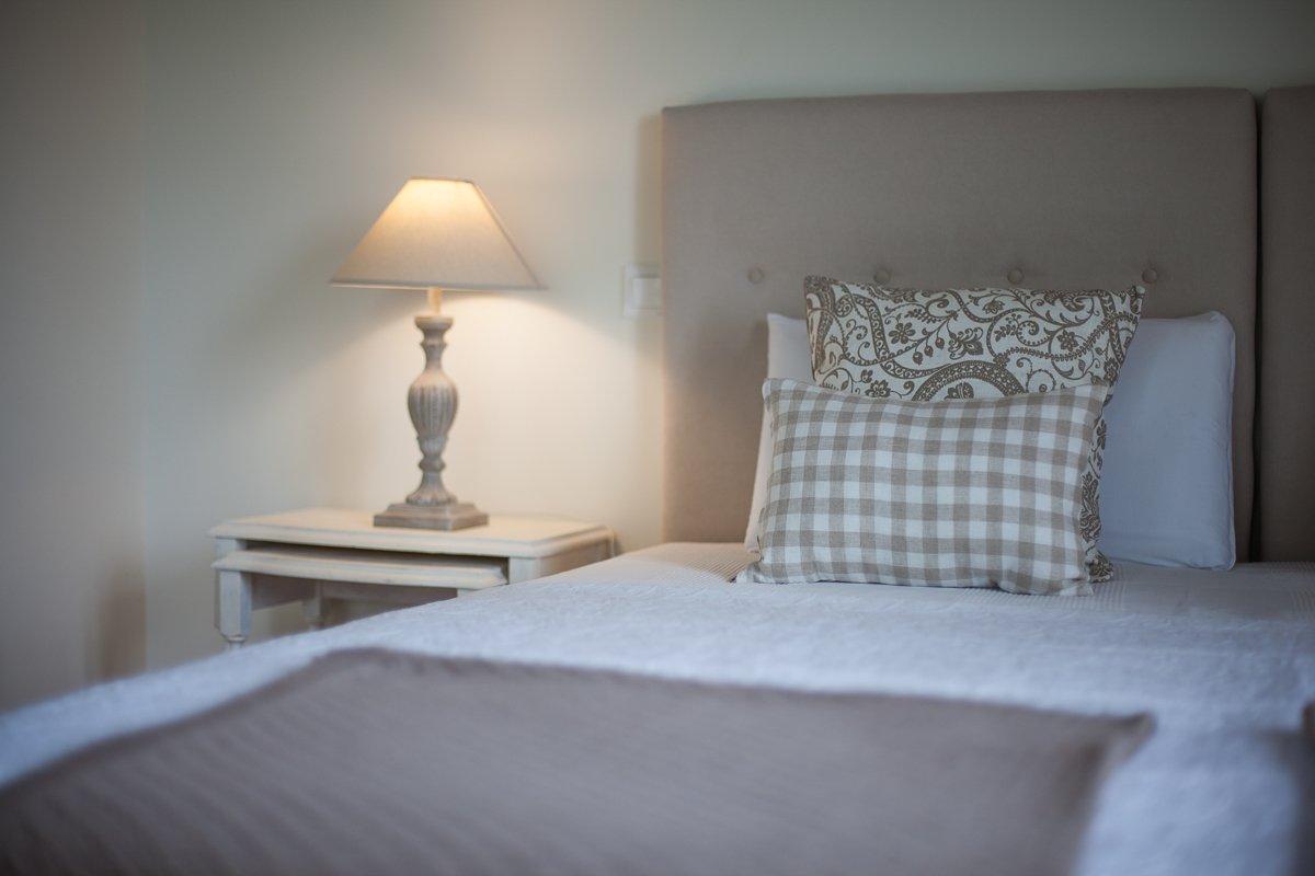 Habitación doble en posada de estilo indiano cálida y acogedora