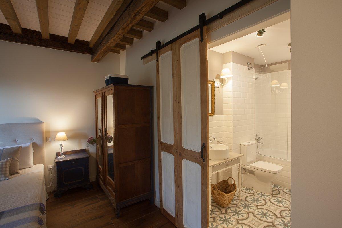 Baño completo en habitación doble Limonero